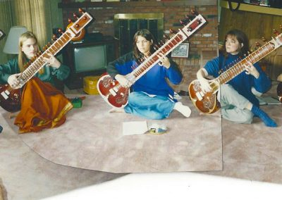 Hasu-Patel-teaching-Sitar-and-Tabla-students-at-her-Sursangam-School-of-Music-1500px-web